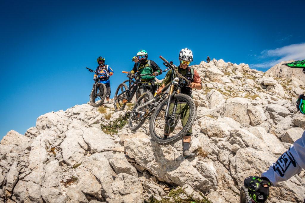 passaggio su roccia sul monte aquila by emanuele giacomoni